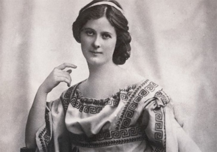 a biography of isadora duncan A biography of the dancer isadora duncan, the 1920s dancer who forever changed people's ideas of ballet her nude, semi-nude, and pro-soviet dance projects as well as her attitudes on free.