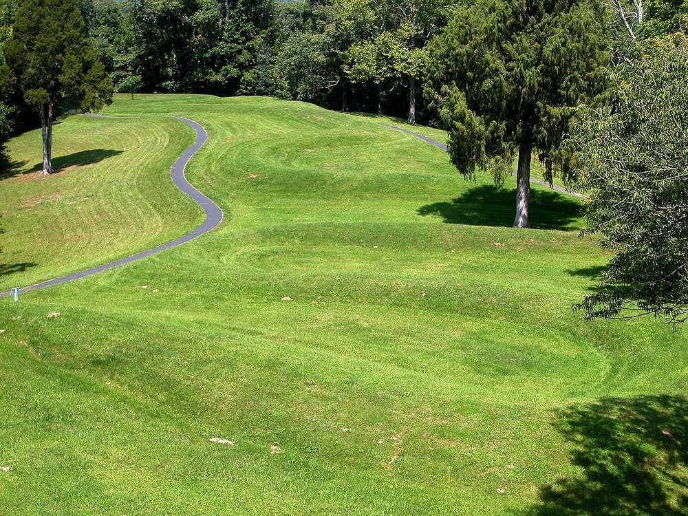 Serpent Mound was the most famous indigenious American mound you can find in the state of Ohio